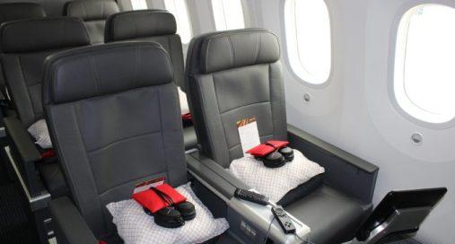 american-airlines-premium-economy-3-680x365_c