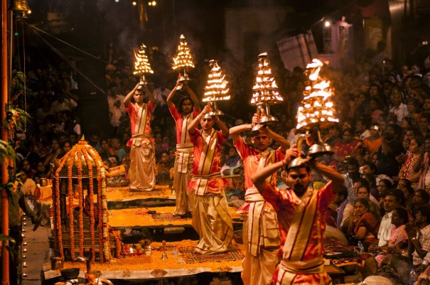 Ganga-Aarti-at-Dashashwamedh-Ghat-on-the-banks-of-The-Ganga-Shutterstock.com_