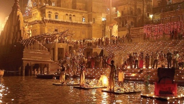 ganga_aarti_as_seen_from_the_boatride_on_the_ganges